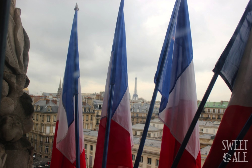 Foto banderas Torre Eiffel