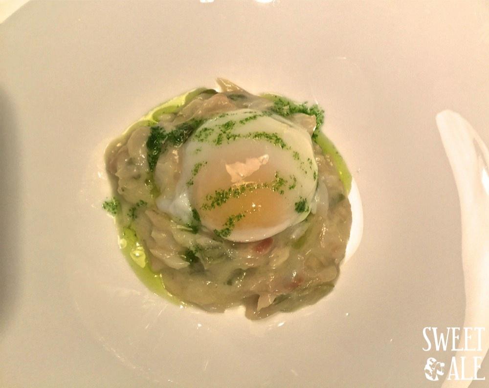 Huevo escalfado con bacalao desmigado