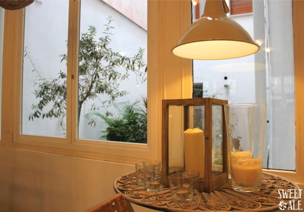 mesa con velas en harina