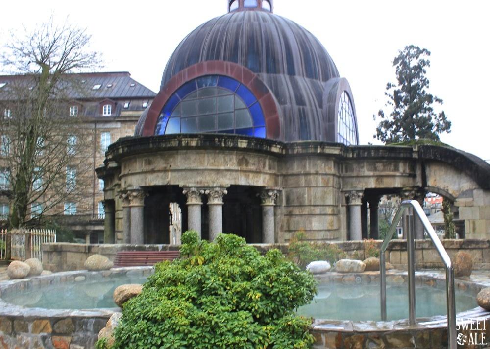 piscina agua caliente & cúpula fuente
