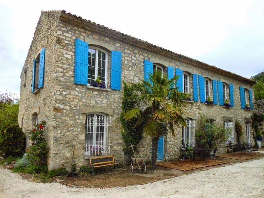vista exterior Bastide de la Lezadiere