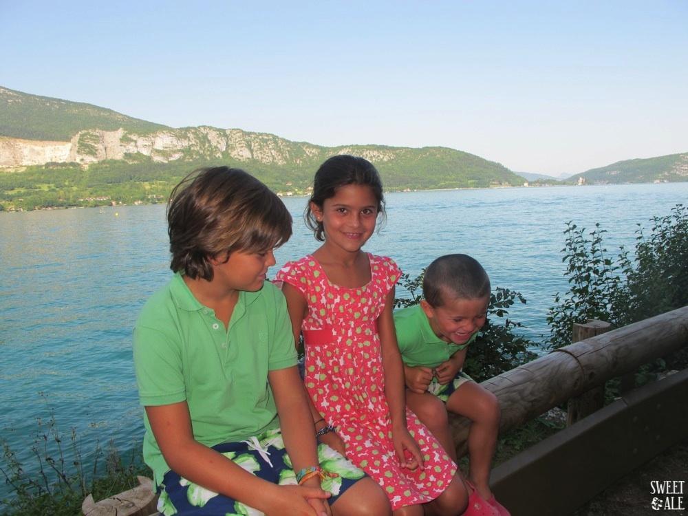 niños lago