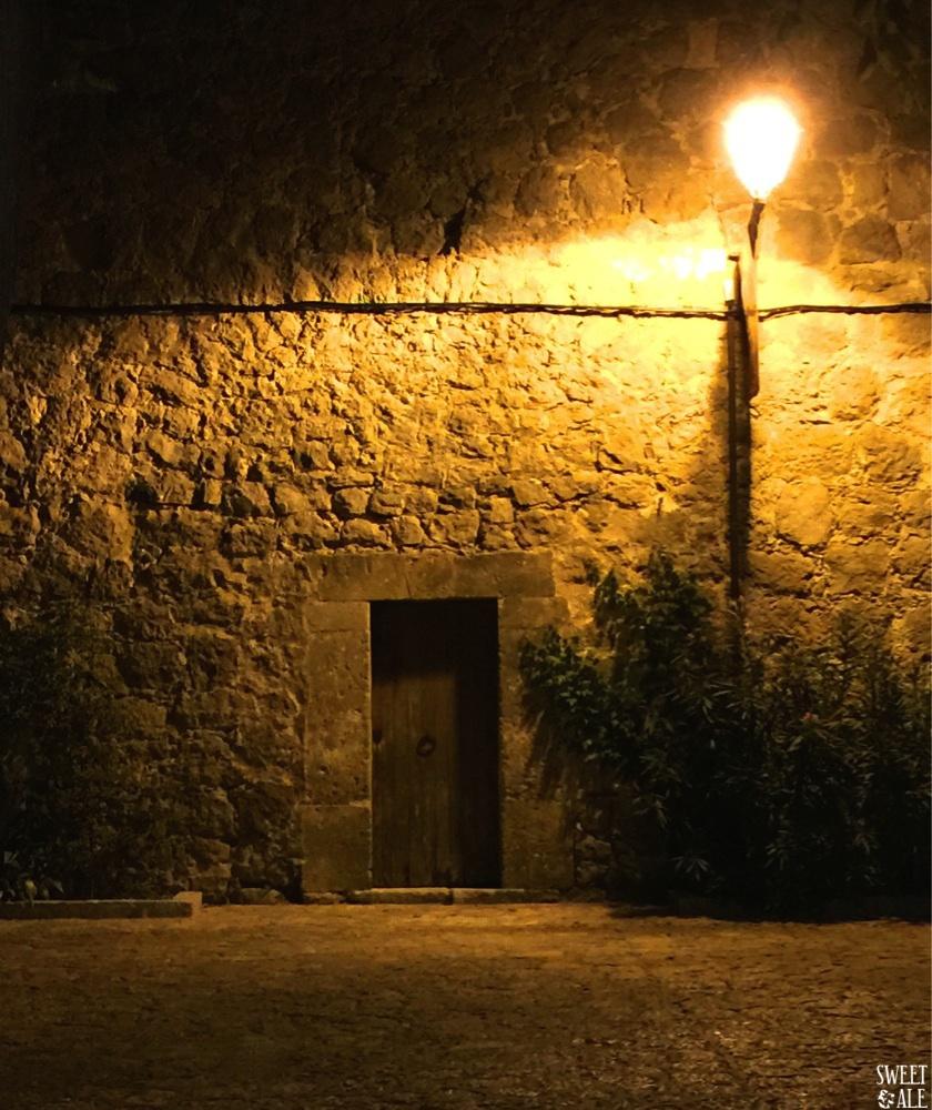 calle valldemossa noche