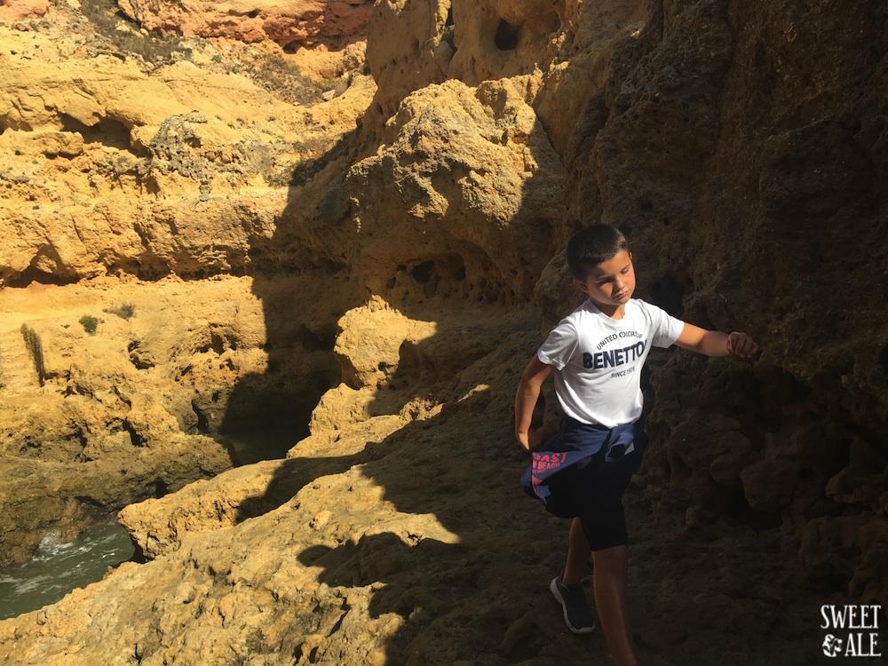 antonio-caminando-rocas