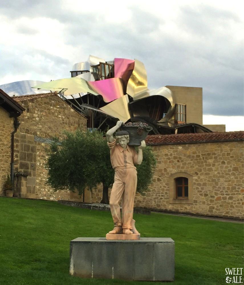 escultura-bodegas-detras